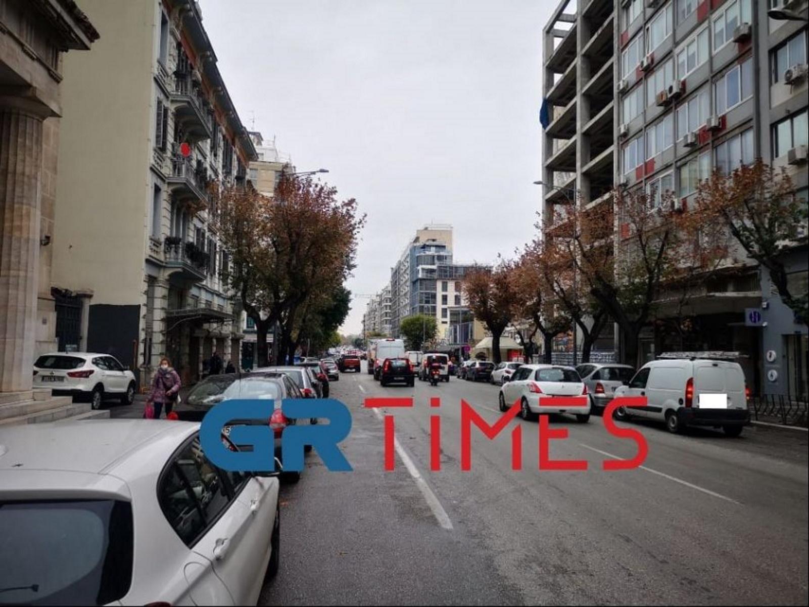 Θεσσαλονίκη – Lockdown: Κίνηση και διπλοπαρκαρισμένα αυτοκίνητα! Εικόνες που προβληματίζουν (Βίντεο)