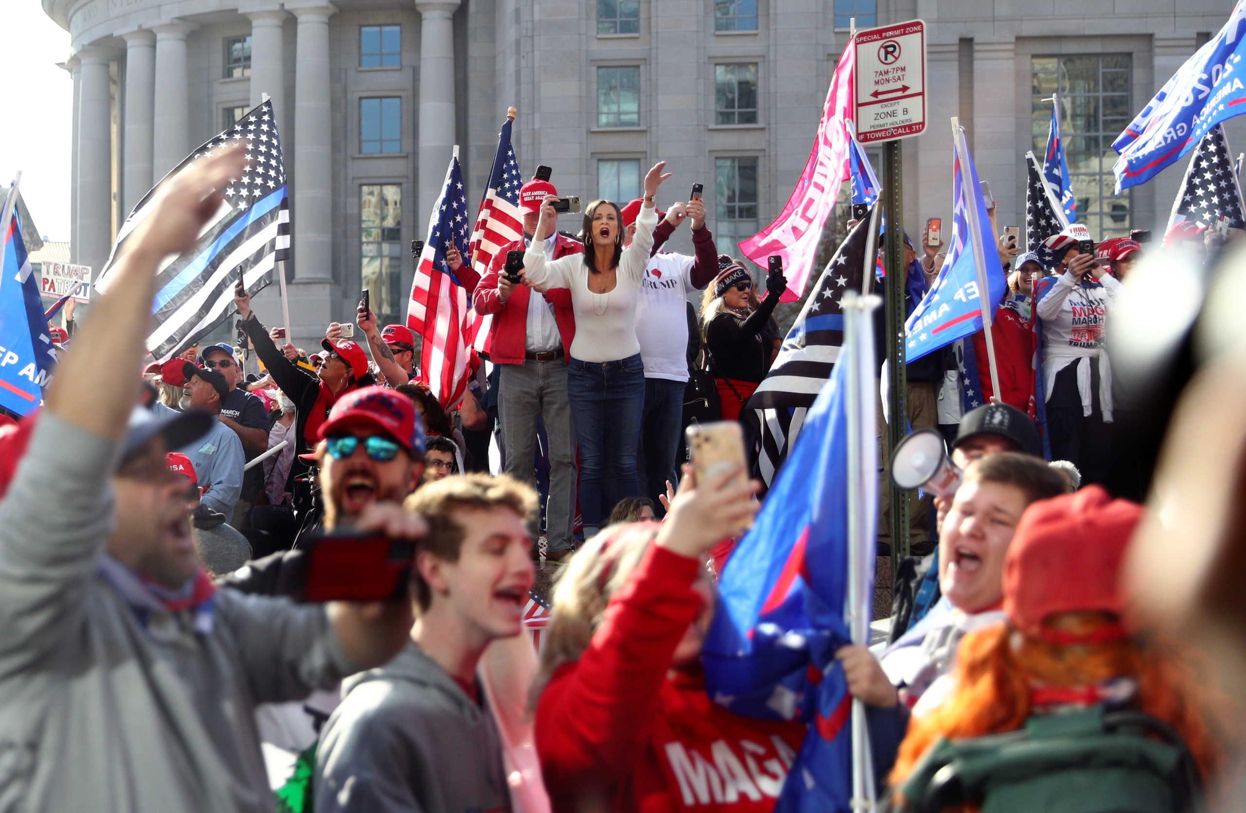 Αμερικανικές εκλογές διαδηλωτές στην Ουάσινγκτον