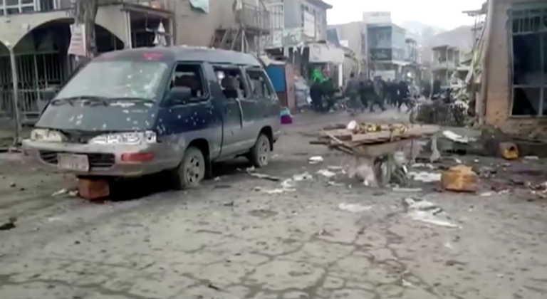 Αφγανιστάν: 30 νεκροί από επίθεση βομβιστή – καμικάζι στο Γκάζνι (pics)