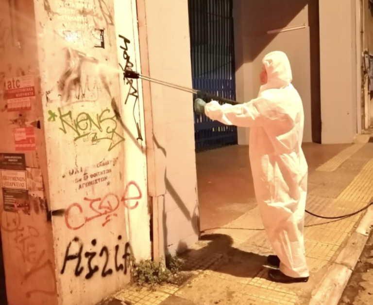 """Καθαρισμός από αφίσες στην """"καρδιά"""" της Αθήνας (pics)"""