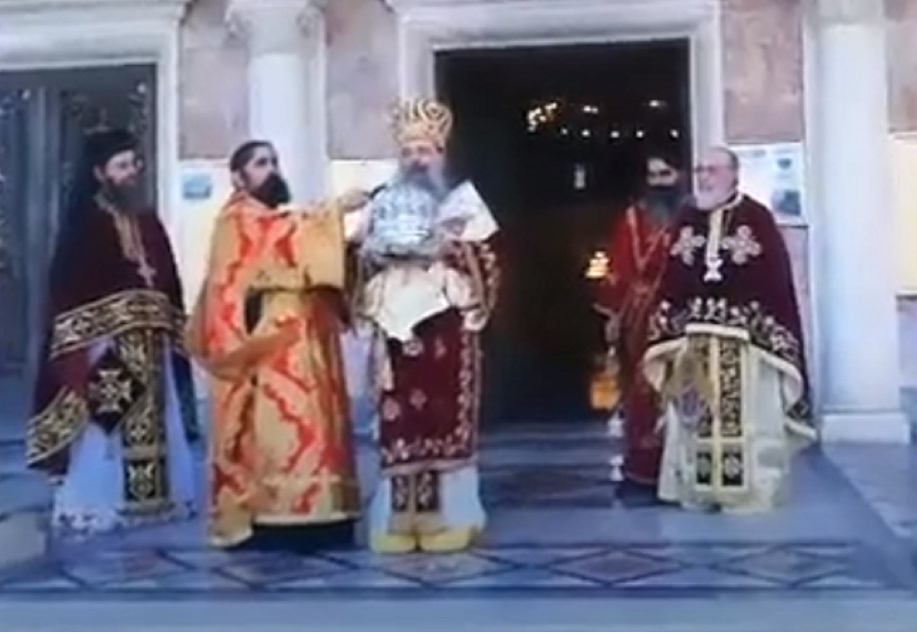 Πάτρα: Η περιφορά της Τίμιας Κάρας του Αγίου Ανδρέα και το συγκινητικό μήνυμα του μητροπολίτη (Βίντεο)