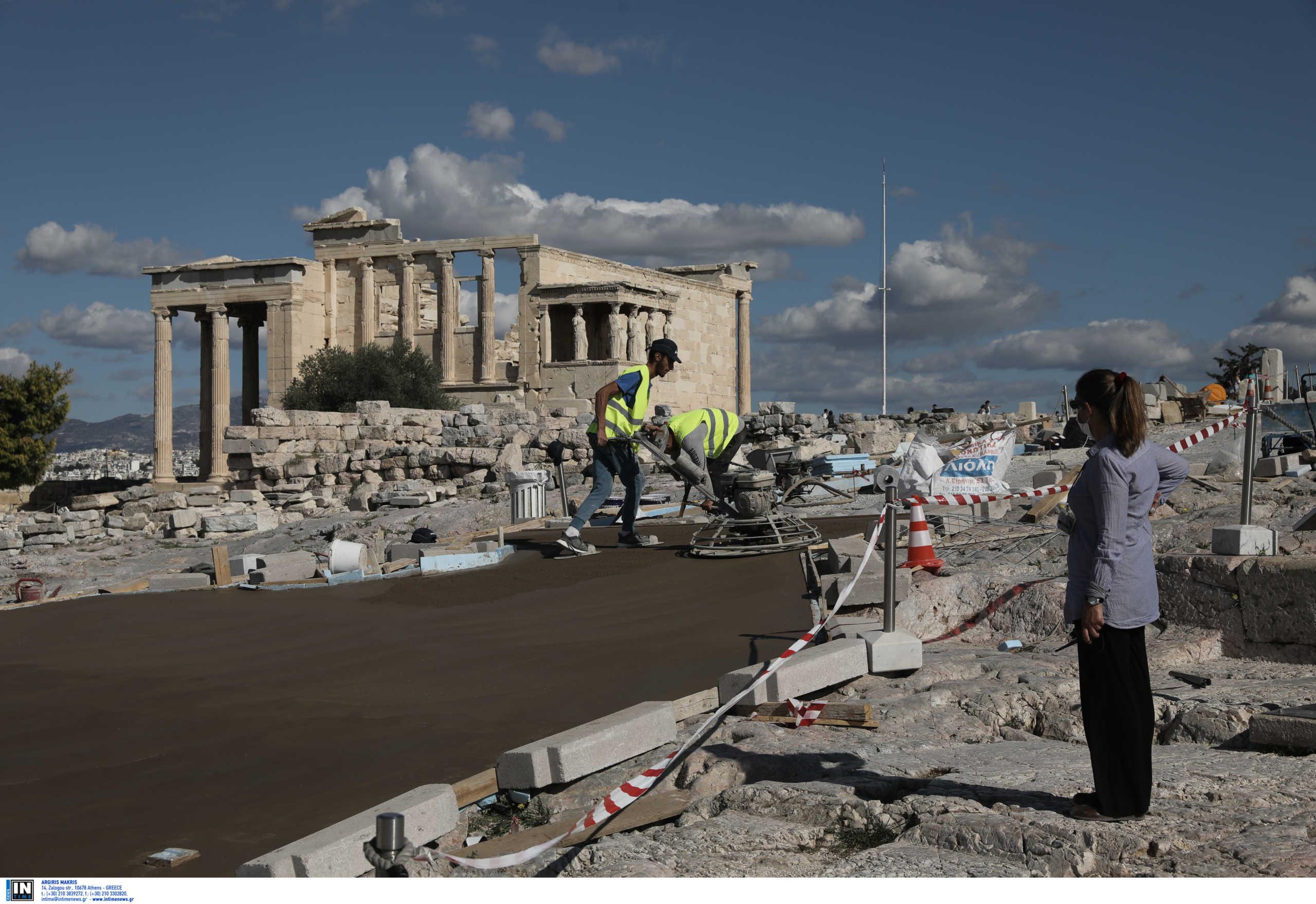 """Μενδώνη για το """"τσιμέντο"""" στην Ακρόπολη: Κάνουν κριτική με φωτογραφίες εργοταξίου – Ποια θα είναι η τελική εικόνα (pics, video)"""