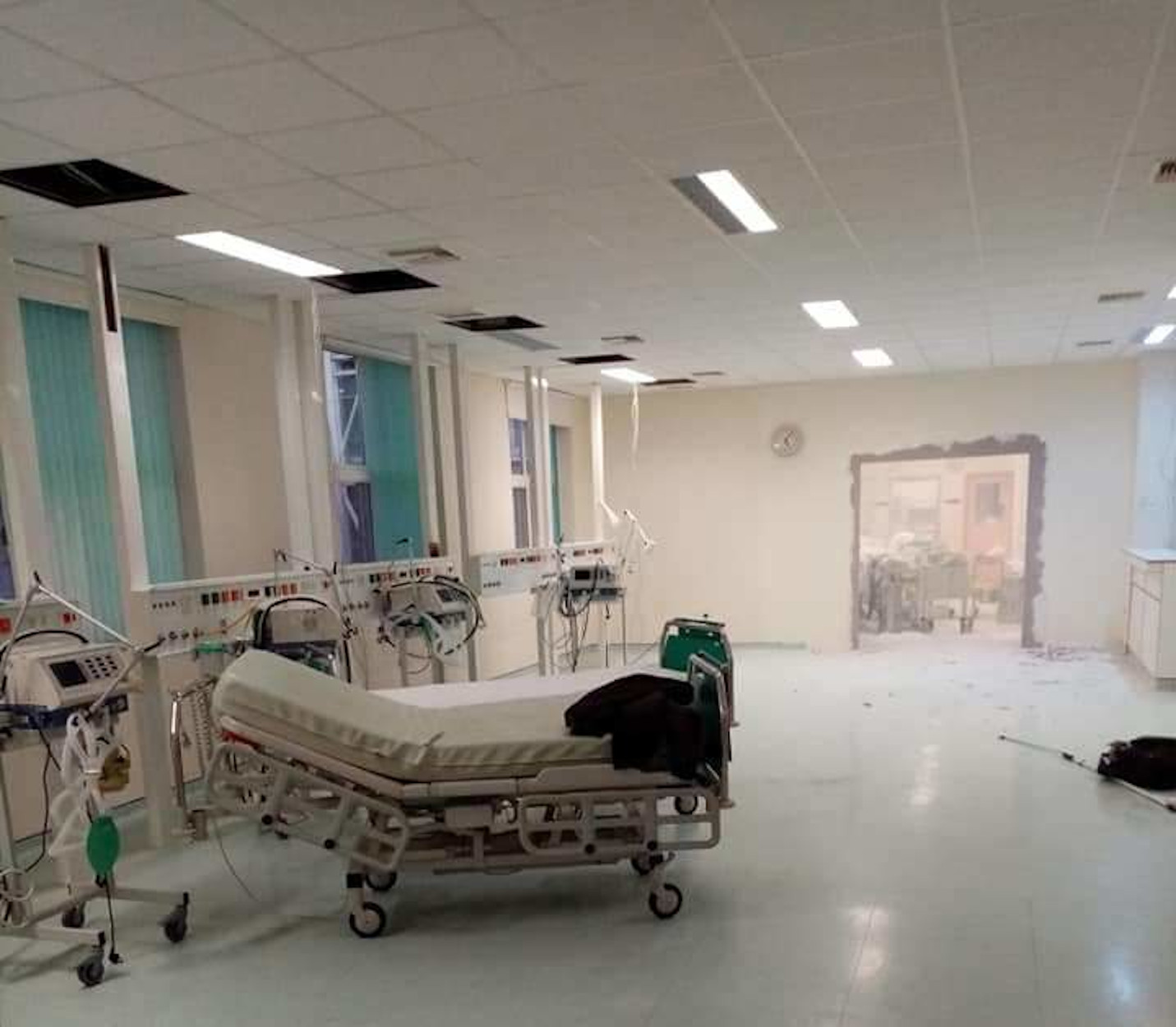 Αλεξανδρούπολη: Γκρεμίζουν στο Γενικό Νοσοκομείο για να φτιάξουν νέα ΜΕΘ! (pic)