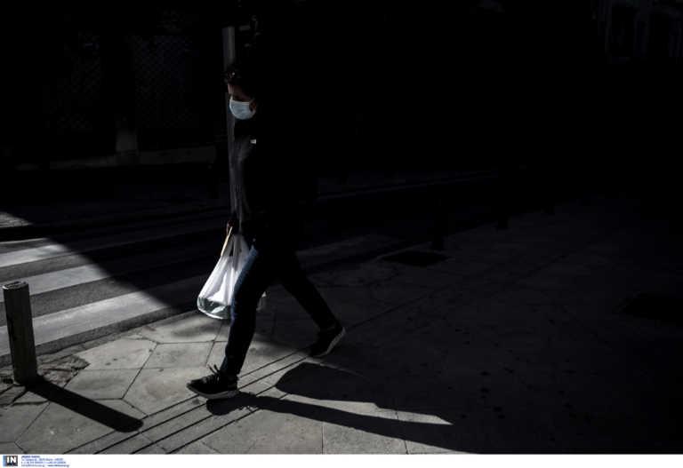 Έτσι έγινε πιο φονικός ο κορονοϊός στην Ελλάδα – Οι δυο παράγοντες που γέμισαν τα νοσοκομεία