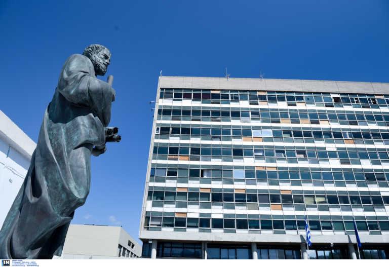Θεσσαλονίκη: Φοιτητές απέκλεισαν το κτίριο του ΕΛΚΕ – «Οι σπουδές μας είναι στον αέρα» (video)