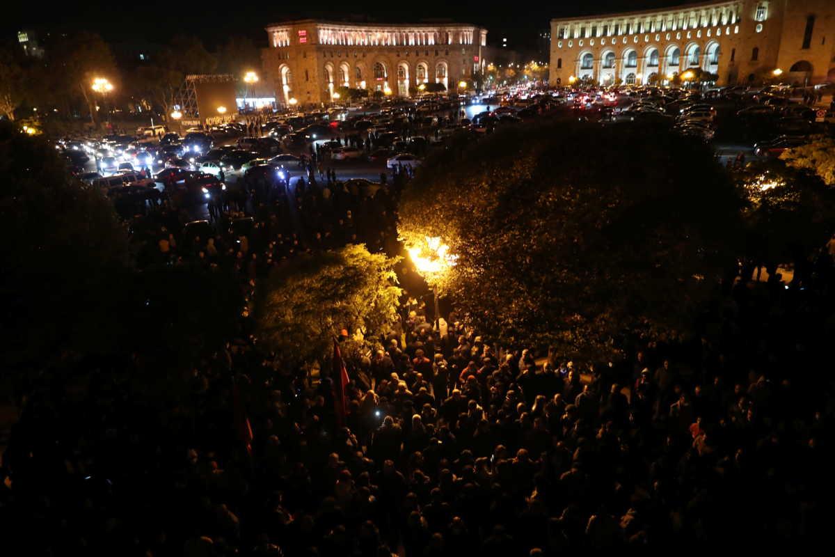 Χάος στην Αρμενία για τη συμφωνία στο Ναγκόρνο Καραμπάχ:  «Μπούκαραν» στη Βουλή