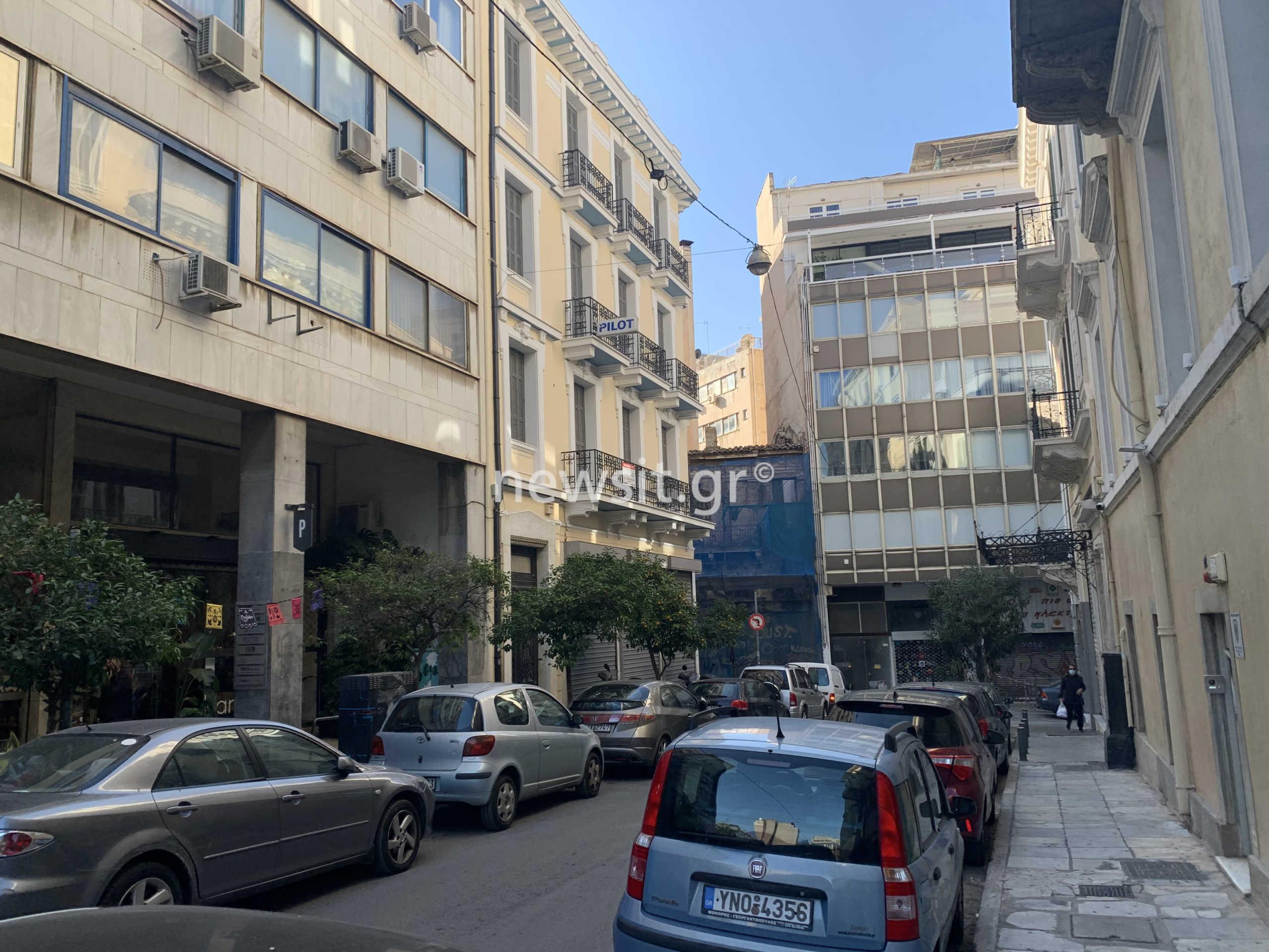 Αυτοκτονία στο κέντρο της Αθήνας! Έπεσε από τον 6ο όροφο (pics)