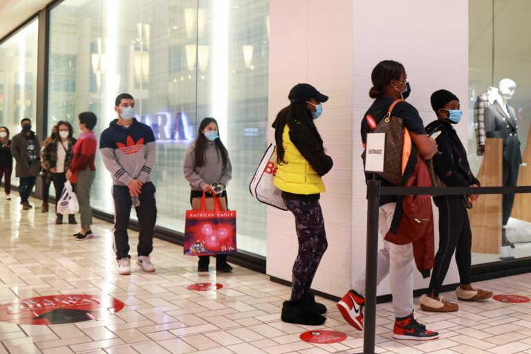 ΗΠΑ: Black Friday αλλιώς λόγω κορονοϊού – Θερμομετρήσεις, αποστάσεις και αγορές του κουτιού
