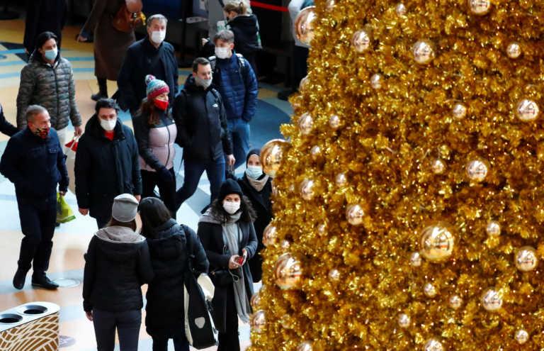 """Κορονοϊός: Κίνδυνος να μεταβληθούν τα Χριστούγεννα σε """"γιορτή θανάτου"""" στη Γερμανία"""