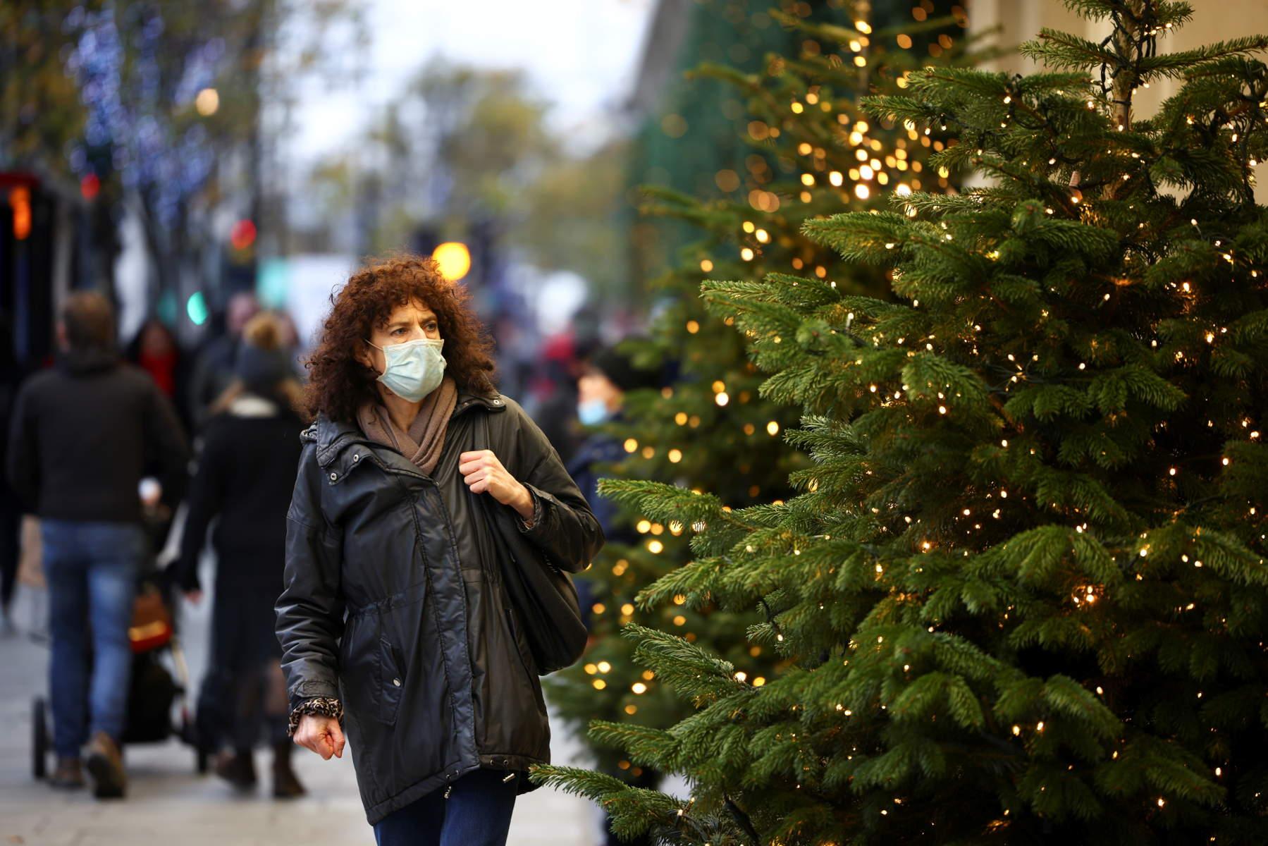 Κορονοϊός: Χαλαρώνει η καραντίνα για τα Χριστούγεννα  στη Βρετανία