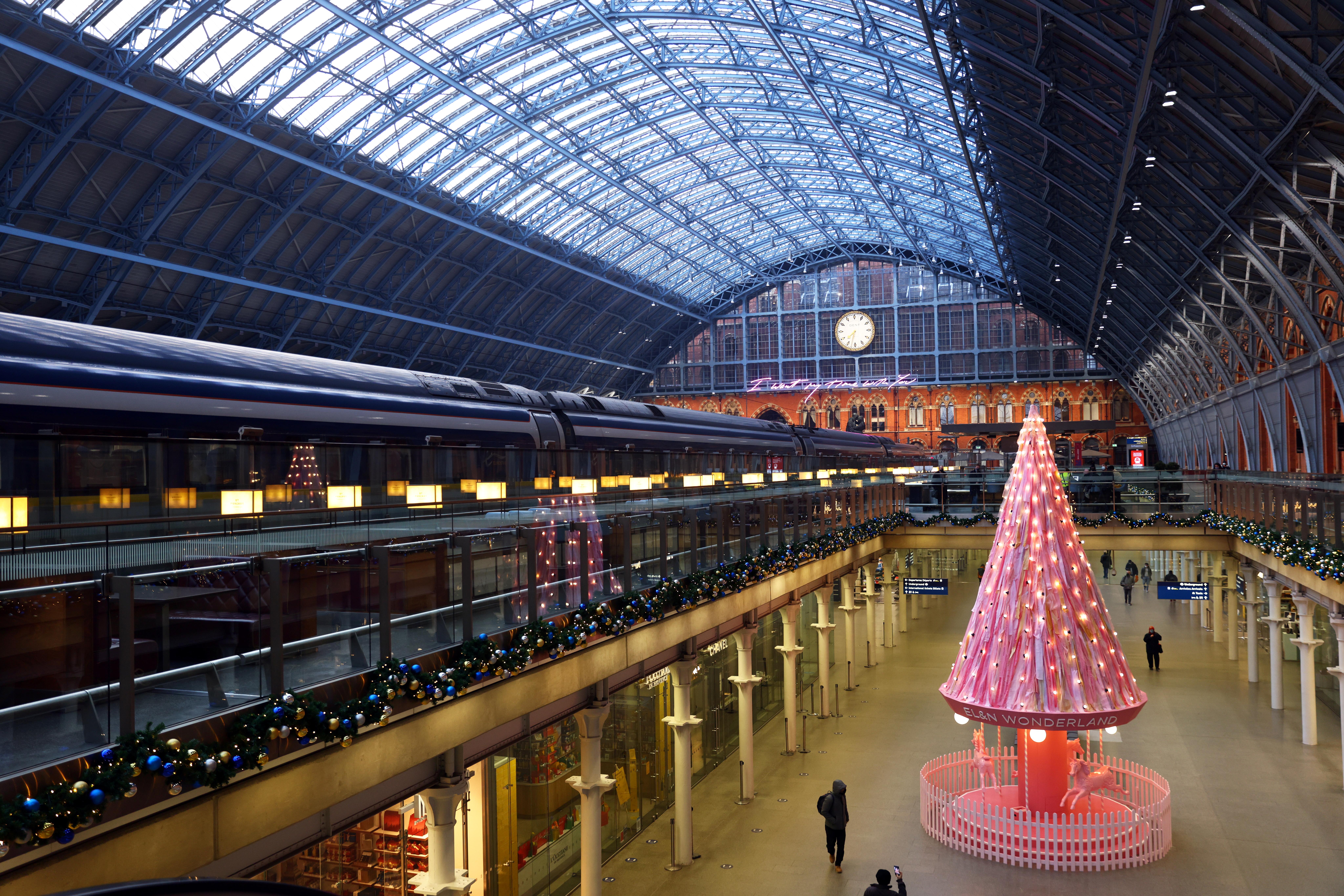Βρετανία – Κορονοϊός: Οι φοιτητές στην Αγγλία μπορούν να κάνουν Χριστούγεννα σπίτι τους