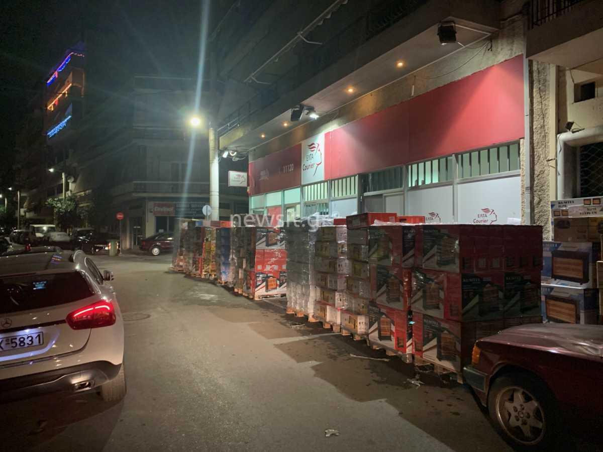 Black Friday και lockdown «βουλιάζουν» από παραγγελίες τις εταιρείες ταχυμεταφορών (pics)