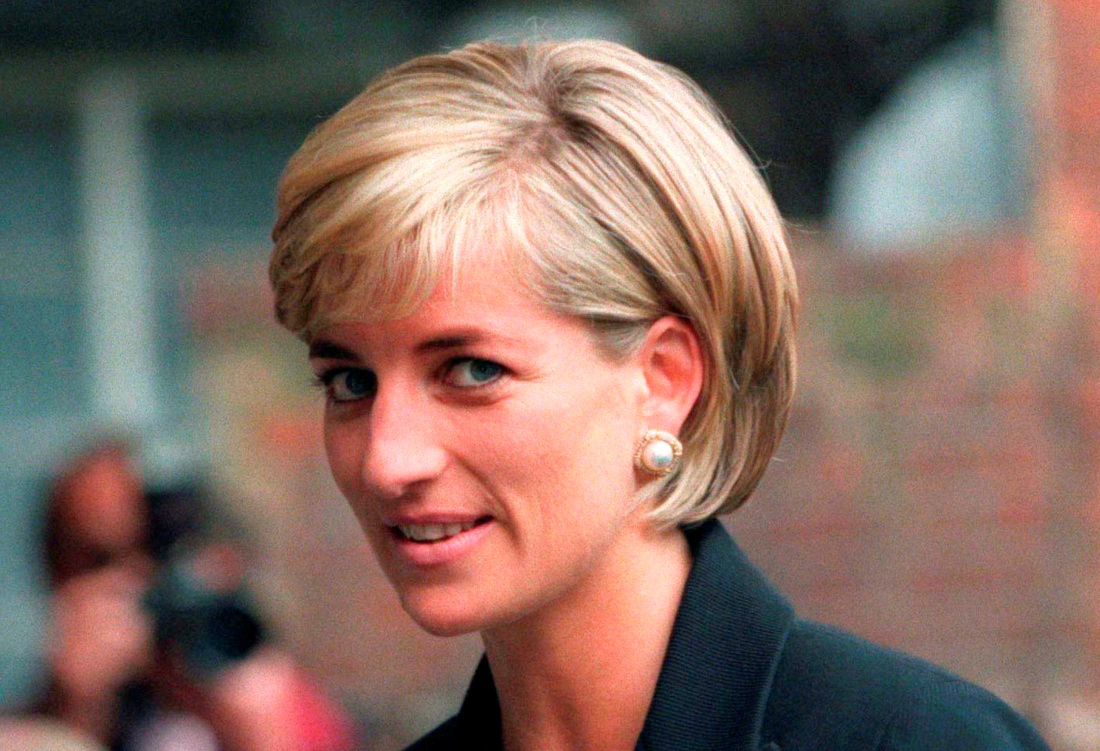 Κρίστεν Στιούαρτ: Συγκλονιστική η πρώτη της εικόνα ως πριγκίπισσα Νταϊάνα (pic, vid)