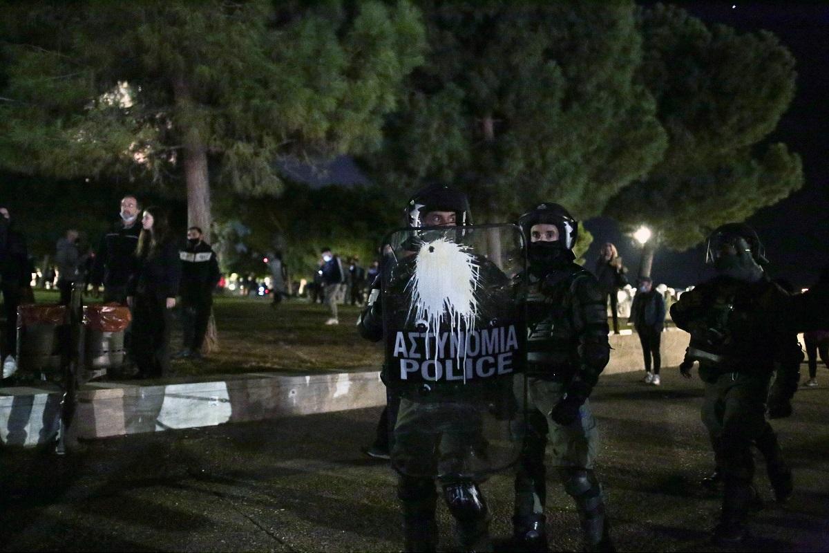 Θεσσαλονίκη: Κυνηγητό και ξύλο στη συγκέντρωση κατά του lockdown! Μία σύλληψη για τα επεισόδια (Βίντεο)