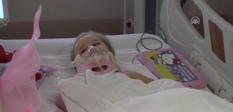 Τουρκία: Η μικρή Ελίφ ξεγέλασε τον θάνατο και χαιρετά από το κρεβάτι του νοσοκομείου (video)
