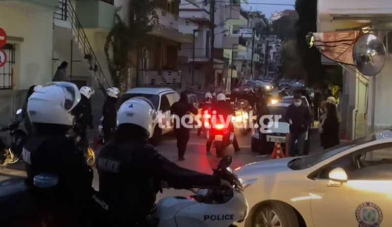 Θεσσαλονίκη: Χτυπούσαν τους αστυνομικούς και εκείνος τραβούσε βίντεο! Νέα στοιχεία για το επεισόδιο σε γήπεδο