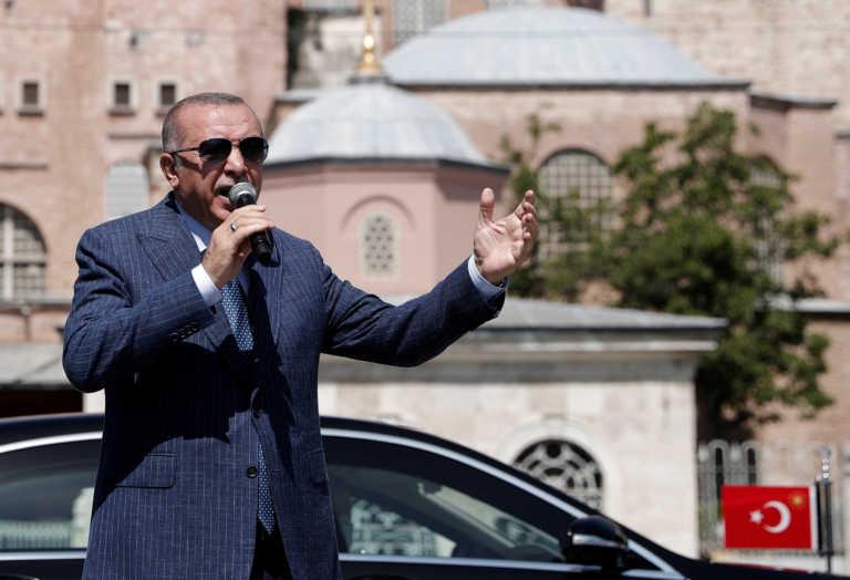 Ερντογάν: Απειλεί με απέλαση Γάλλους καθηγητές πανεπιστημίου της Κωνσταντινούπολης