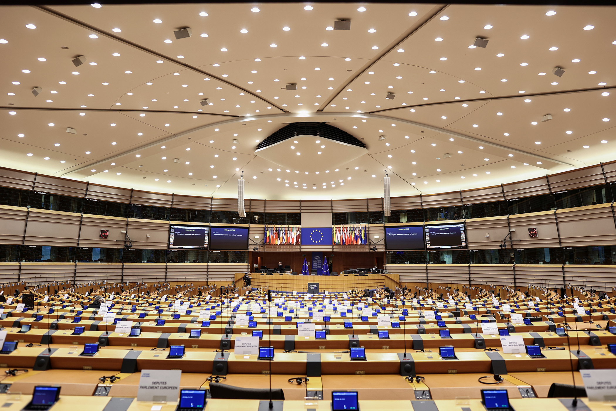 To Ευρωπαϊκό Κοινοβούλιο αρνείται να επικυρώσει τη συμφωνία της Ένωσης με την Κίνα