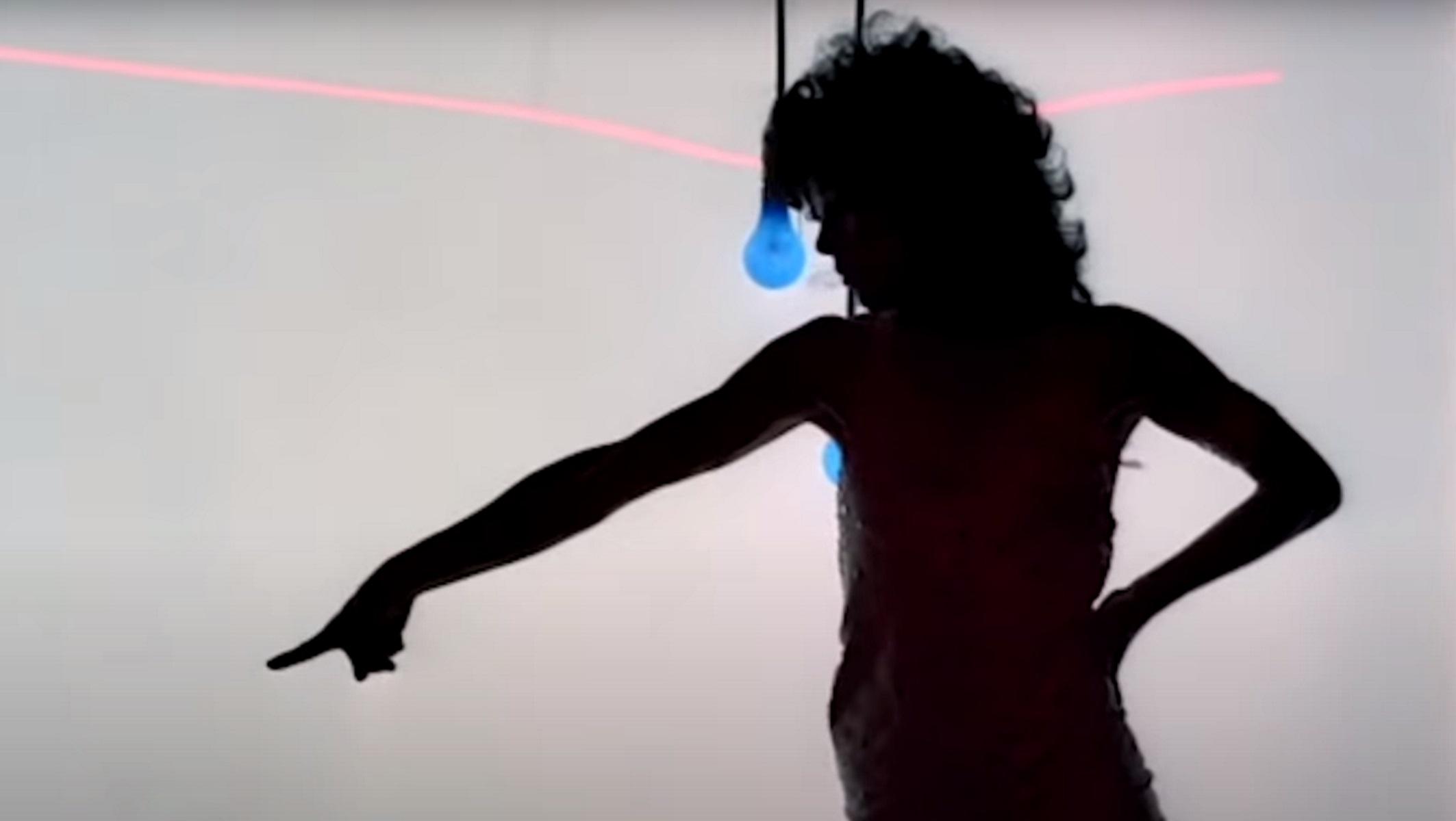 Μεταφέρεται στην τηλεόραση η ταινία «Flashdance»