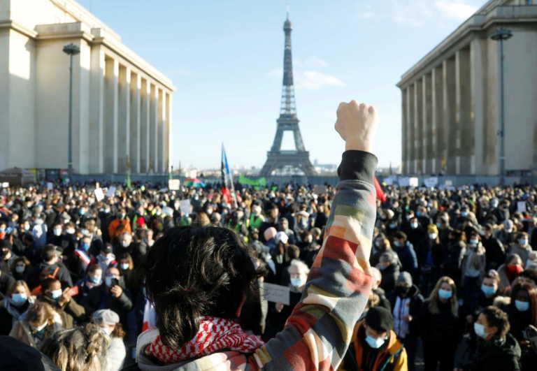 Παρίσι: Οργή λαού για το νομοσχέδιο που περιορίζει τη μετάδοση εικόνων αστυνομικών