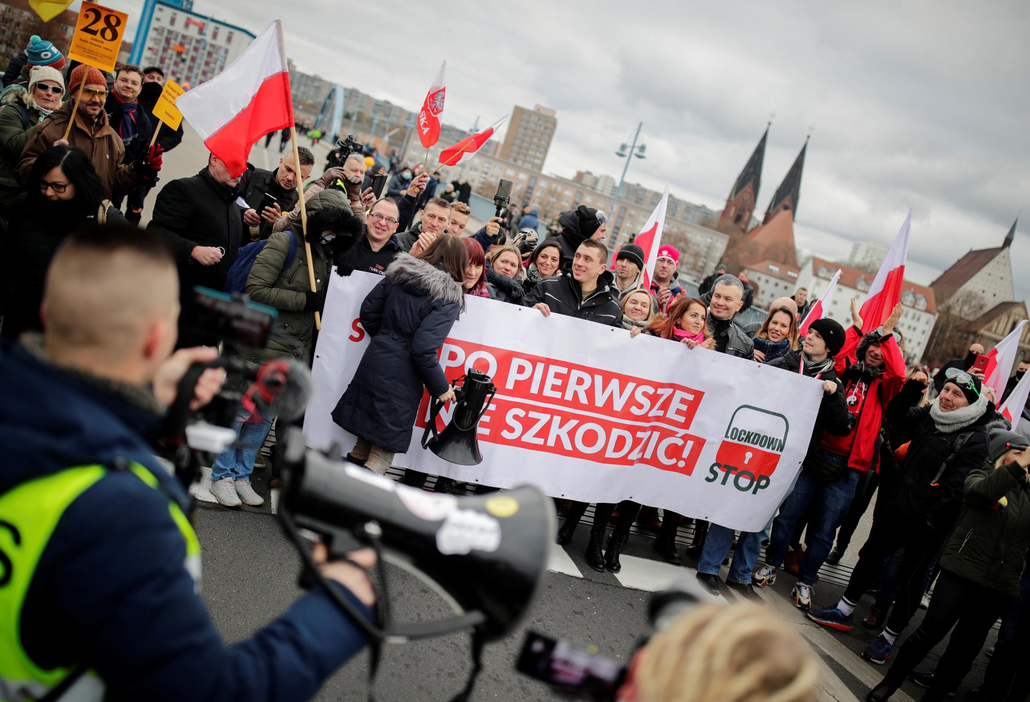 """Γερμανία: Ανησυχία για τους αρνητές του κορονοϊού – """"Προσεχτική ματιά"""" ζητά ο Ζέεχοφερ"""