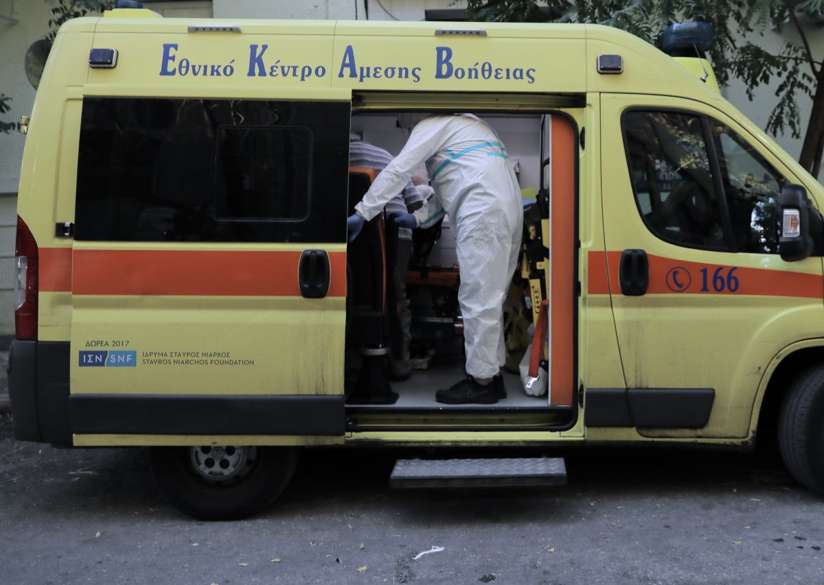 """Συναγερμός για 19 κρούσματα σε γηροκομείο στον Πειραιά – Οι περισσότεροι """"θετικοί"""" είναι ηλικιωμένοι"""