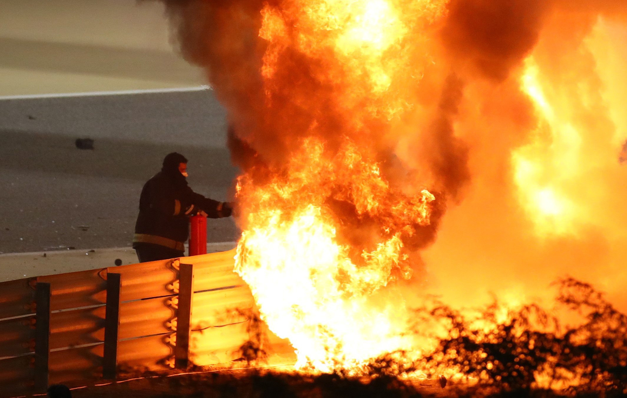 Formula 1: Συγκλονιστικές εικόνες από το ατύχημα στο Grand Prix του Μπαχρέιν (pics, vids)