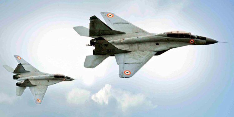 Σοκ στην Ινδία: Νέα μοιραία συντριβή μαχητικού αεροσκάφους MiG-29 στην Αραβική Θάλασσα! [pic]