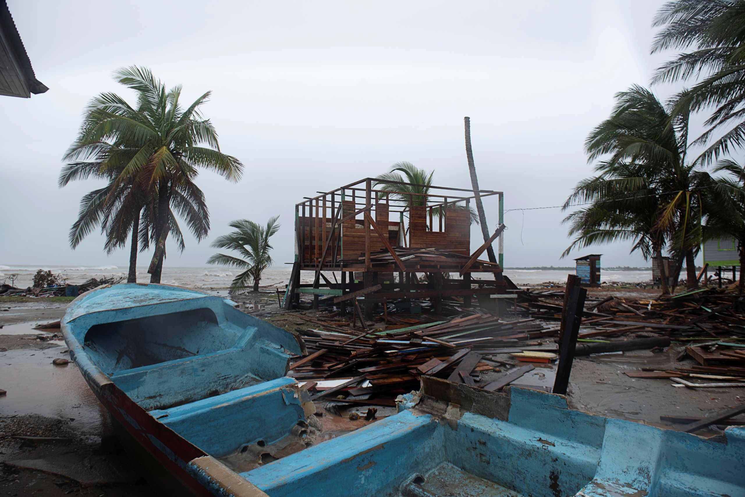 Απίστευτες εικόνες από τον κυκλώνα Γιώτα: Έφτασε στην Καραϊβική στο απόγειό του