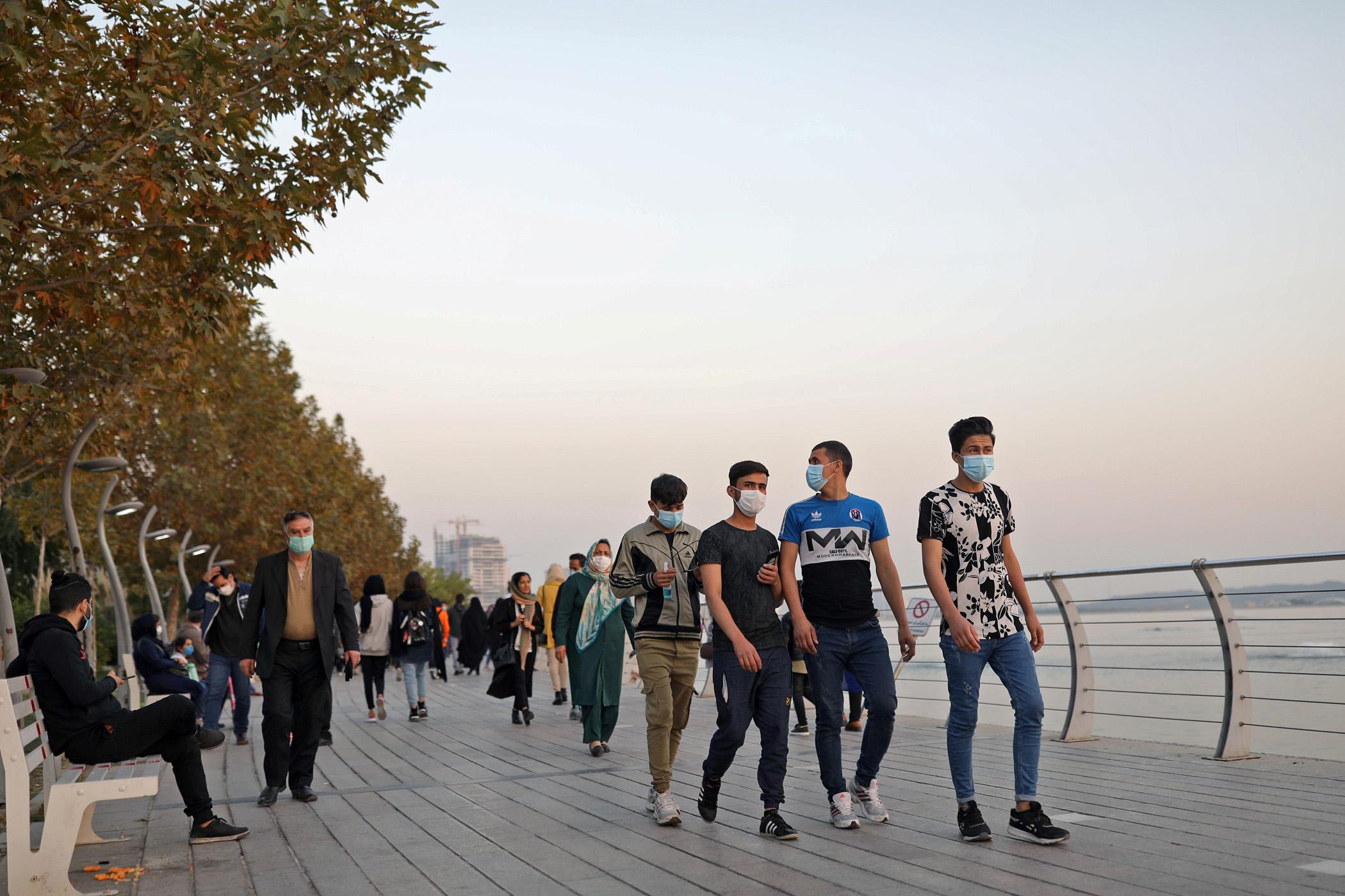 Κορονοϊός: Ρεκόρ κρουσμάτων και νέοι περιορισμοί στο Ιράν