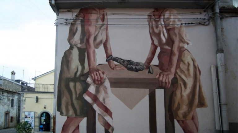 """Η καλλιτέχνης δρόμου Hyuro τιμούσε τις """"αόρατες γυναίκες"""""""
