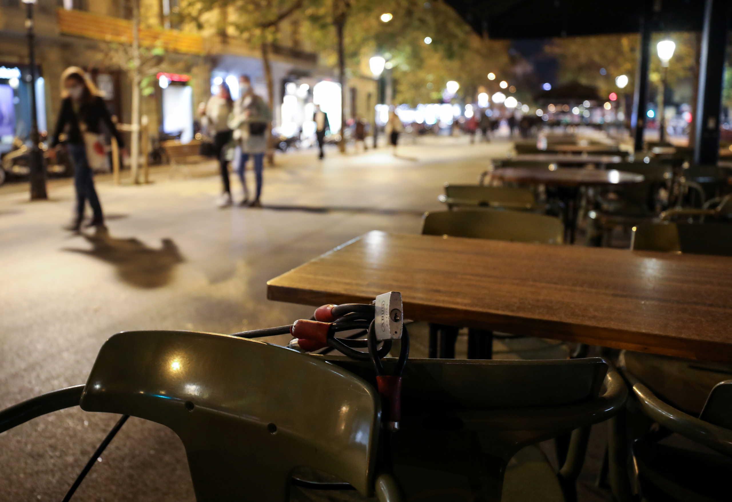 Κορονοϊός: Νυχτερινή απαγόρευση κυκλοφορίας και τα Χριστούγεννα στην Καταλονία