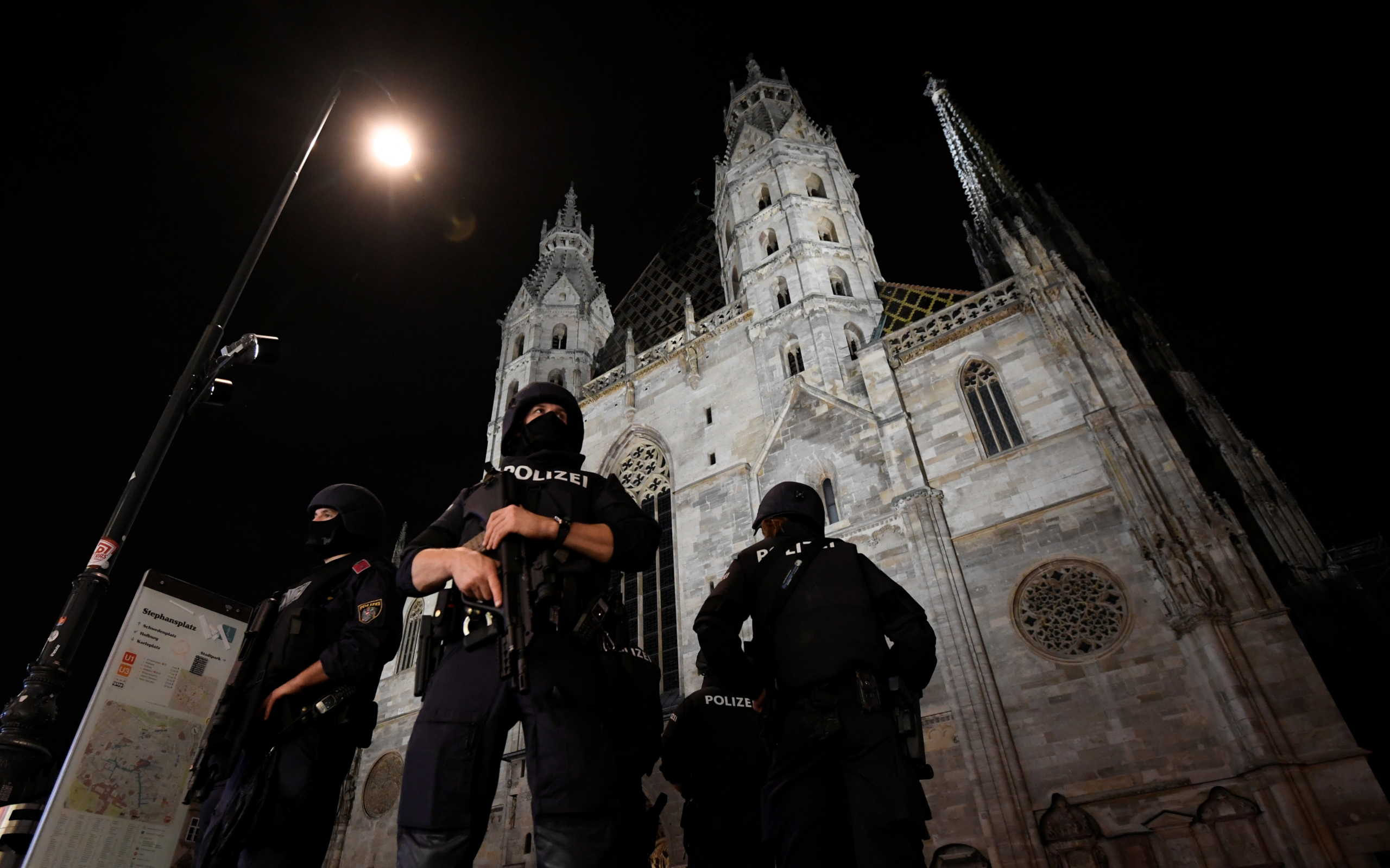 Επίθεση στη Βιέννη: Διαθρησκευτικό μνημόσυνο για τα θύματα στον καθεδρικό ναό του Αγίου Στεφάνου