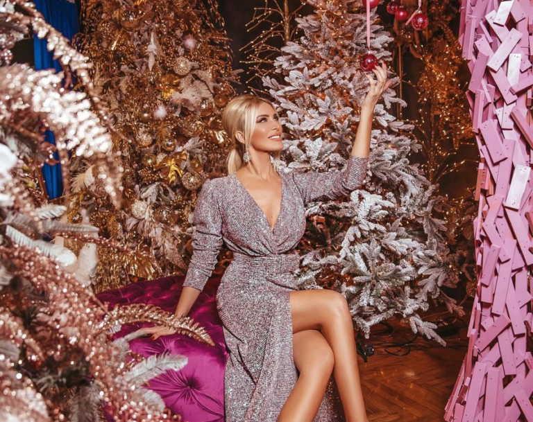 Κατερίνα Καινούργιου: Πόζαρε δίπλα στο δέντρο με καυτό σορτσάκι και… τρέλανε του followers! Φωτογραφίες