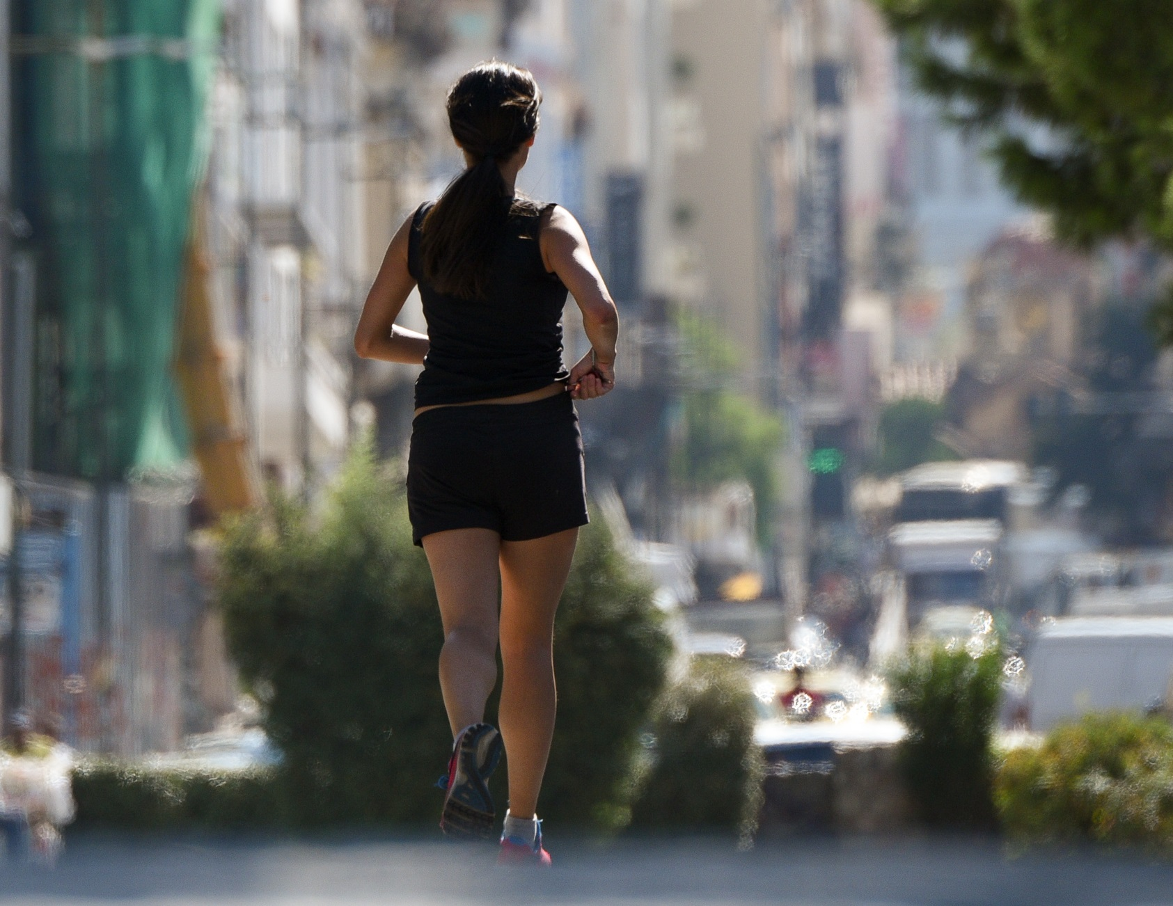 κοπέλα τρέχει