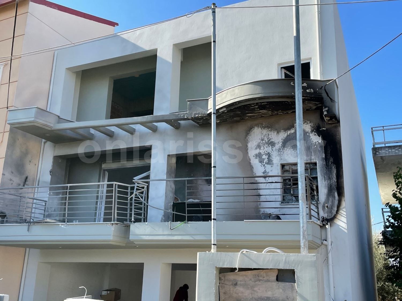 Λάρισα: Τρόμος στην πρώτη μετακόμιση του lockdown! Γυαλιά καρφιά η μεζονέτα από ισχυρή έκρηξη (Φωτό)