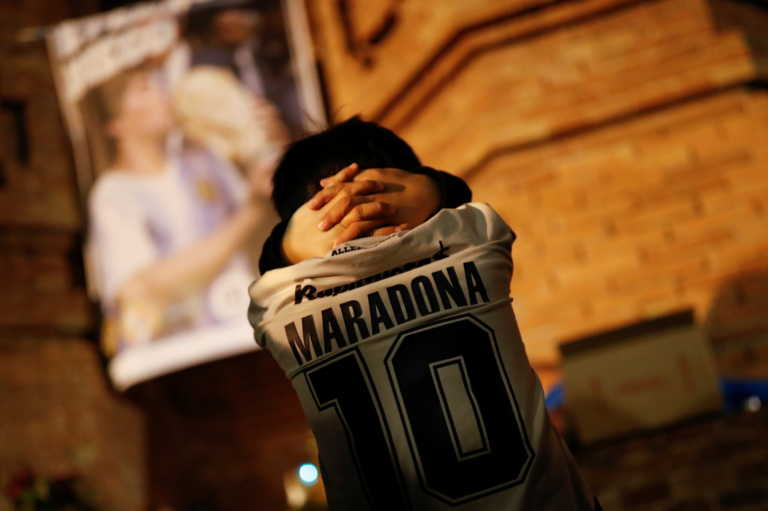 """Αδερφός Μαραντόνα: """"Δεν άξιζε να πεθάνει μόνος! Παράξενη ενέργεια από γιατρό και νοσοκόμα"""""""