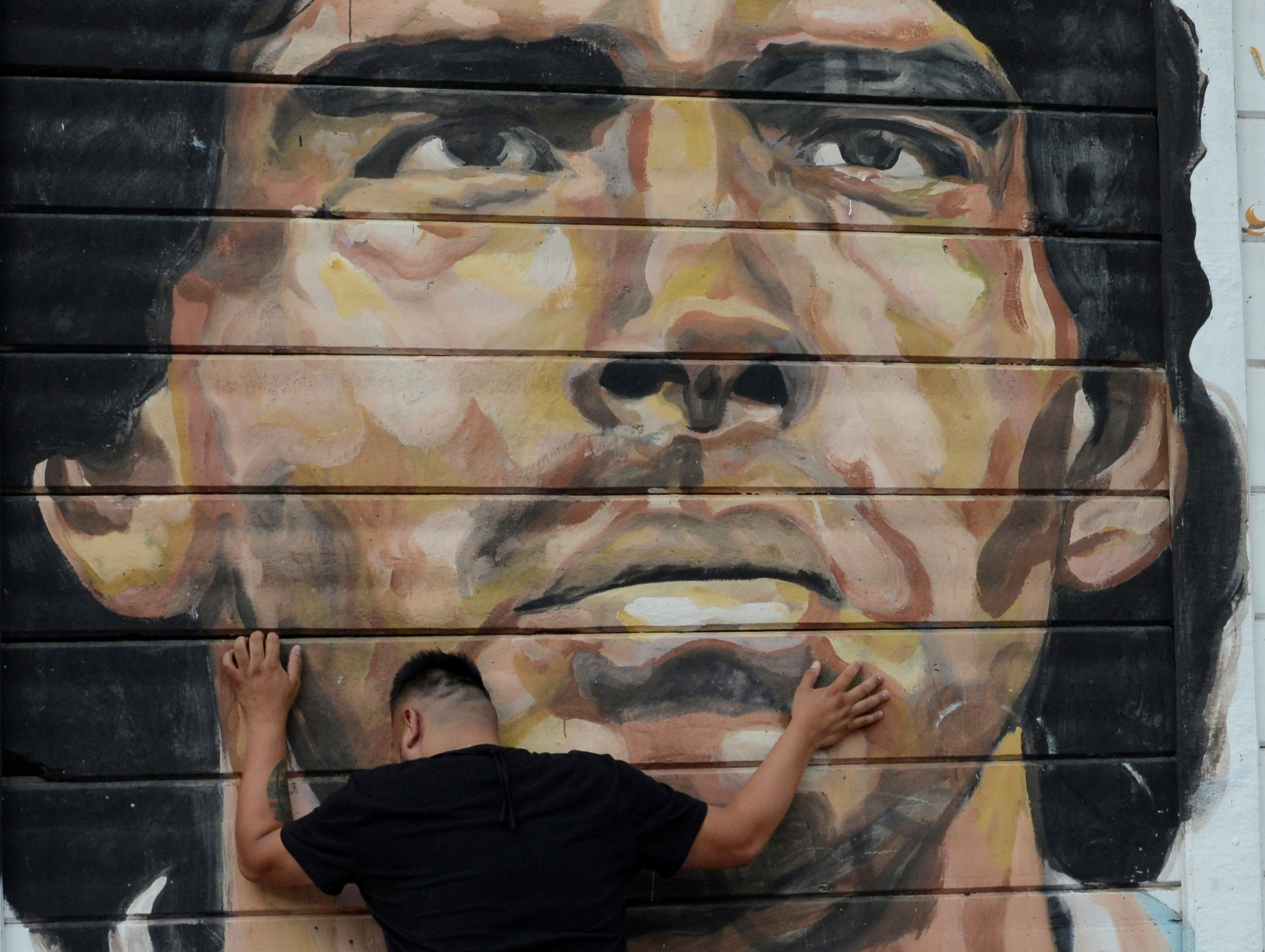 """Ντιέγκο Μαραντόνα: """"Βαρύ"""" πένθος στην Αργεντινή! Χιλιάδες κόσμου στους δρόμους (vids, pics)"""
