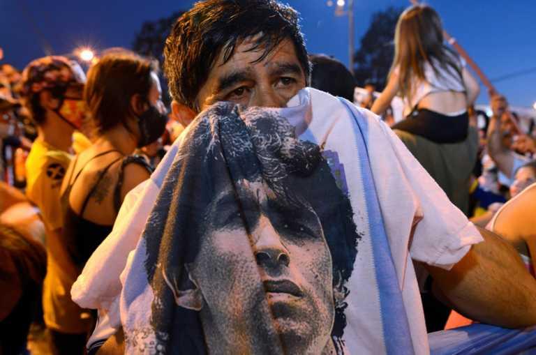 """Ντιέγκο Μαραντόνα: """"Λύγισε"""" το γήπεδο της Αρχεντίνος! Σκηνές λατρείας για τον θεό (vid, pics)"""