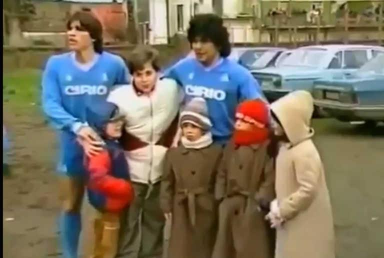 """Όταν ο Ντιέγκο Μαραντόνα έκανε ζέσταμα σε… πάρκινγκ και έπαιζε σε γήπεδο – """"σκοτώστρα"""" για να βοηθήσει άρρωστο παιδάκι"""