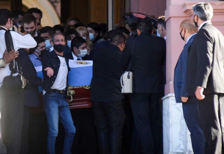 """Ντιέγκο Μαραντόνα: LIVE το τελευταίο αντίο στον """"Θεό"""" του ποδοσφαίρου"""