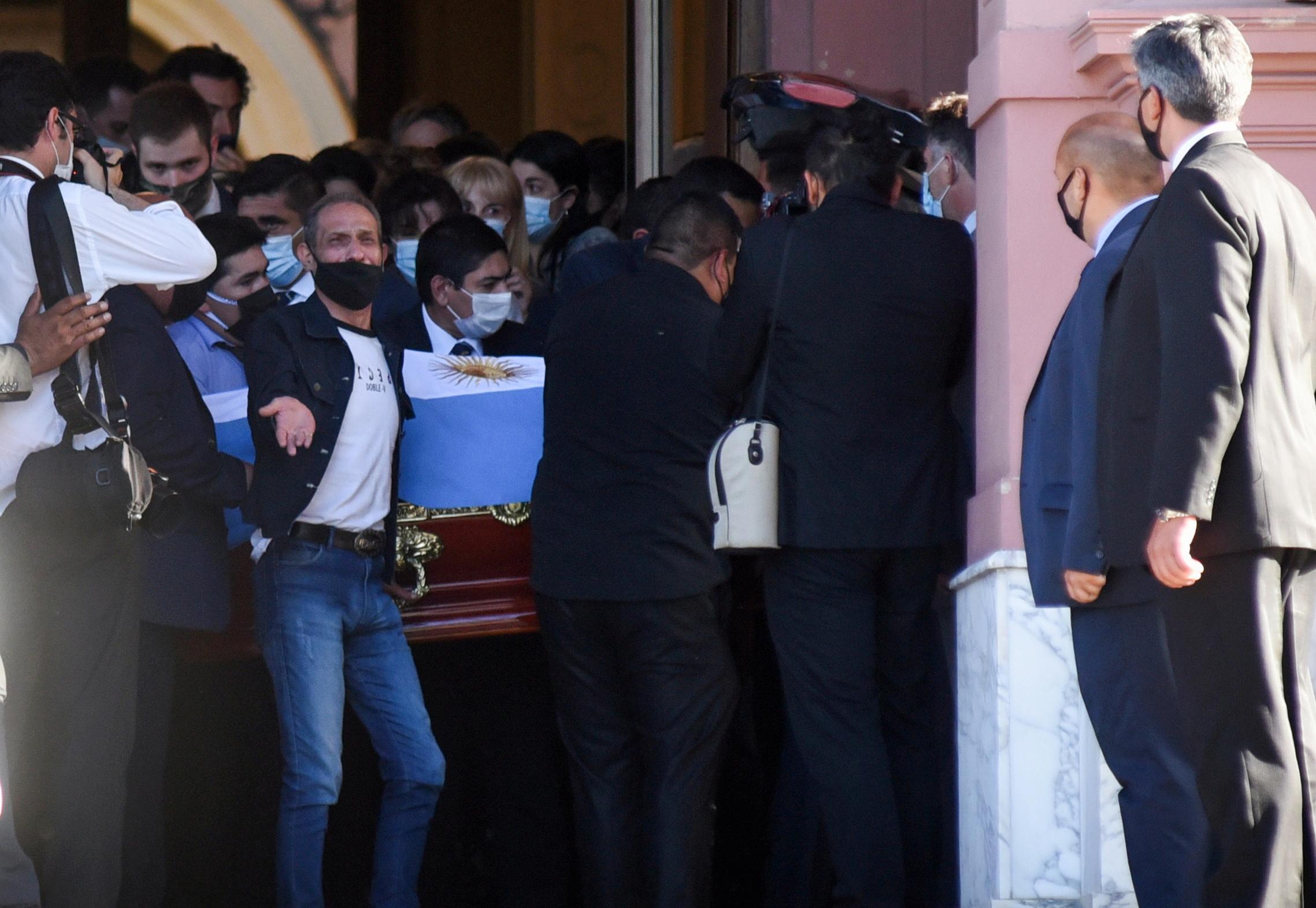 """Ντιέγκο Μαραντόνα: Το τελευταίο αντίο στον """"Θεό"""" του ποδοσφαίρου"""