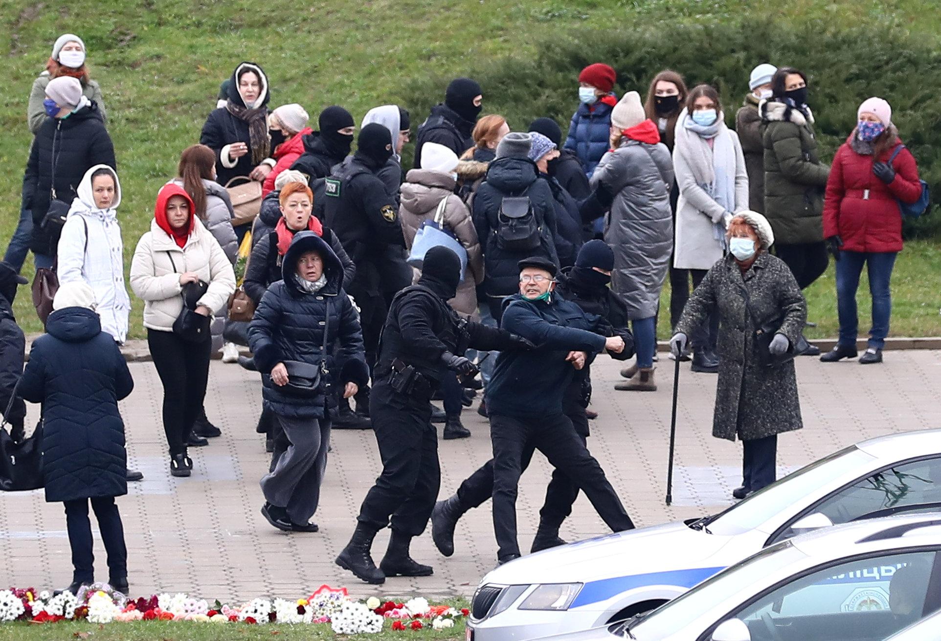 Λευκορωσία: Εκατοντάδες προσαγωγές και συλλήψεις στο Μινσκ- Η αστυνομία χρησιμοποίησε σφαίρες από καουτσούκ (pics, vid)