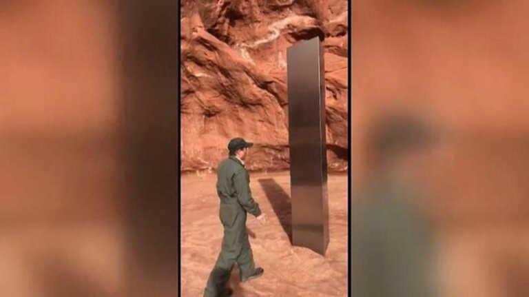Μυστηριώδης μεταλλικός μονόλιθος εντοπίστηκε στην έρημο της Γιούτα (vids)
