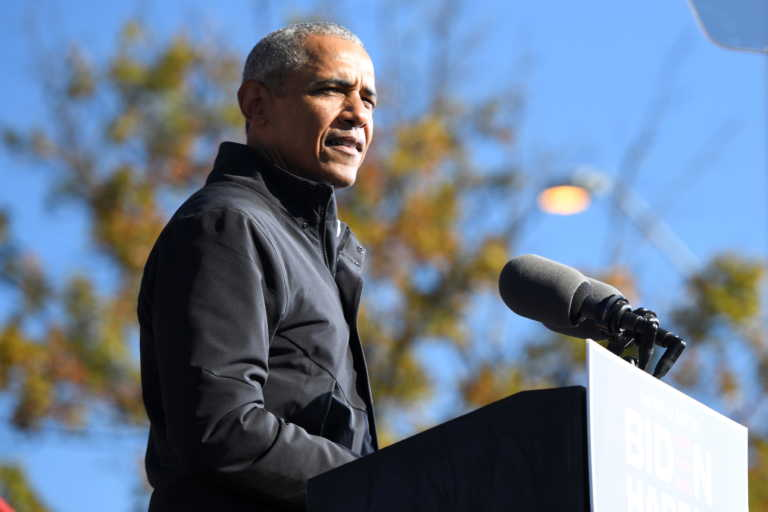 Δείτε τα 10 τραγούδια που συνήθως ακούει ο Μπαράκ Ομπάμα όσο κάνει ντους