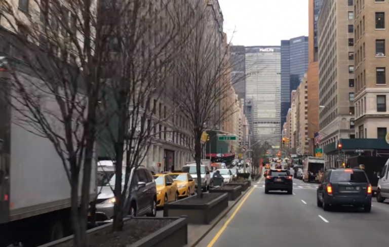 Νέα Υόρκη: Καθολικοί και υπερορθόδοξοι Εβραίοι αντιδρούν για τα μέτρα στους χώρους λατρείας