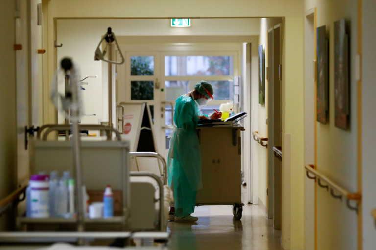 Κορονοϊός: Επίταξη ιδιωτικών γιατρών και κλινικών και σε άλλες περιοχές; Τα σενάρια και ο τρόπος χαλάρωσης του lockdown