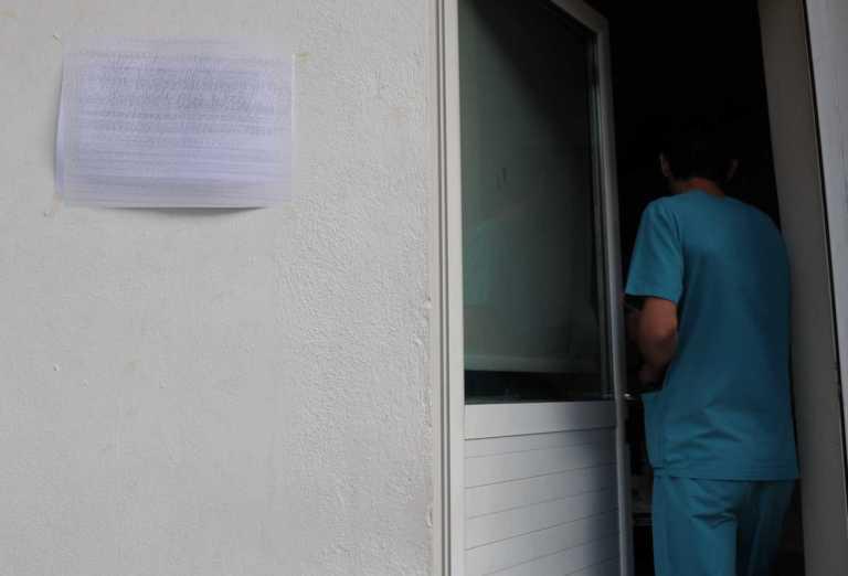 """Κορονοϊός – Σοκαριστική μαρτυρία στο """"Live News"""": Ψάχναμε 27 ώρες κρεβάτι σε ΜΕΘ"""