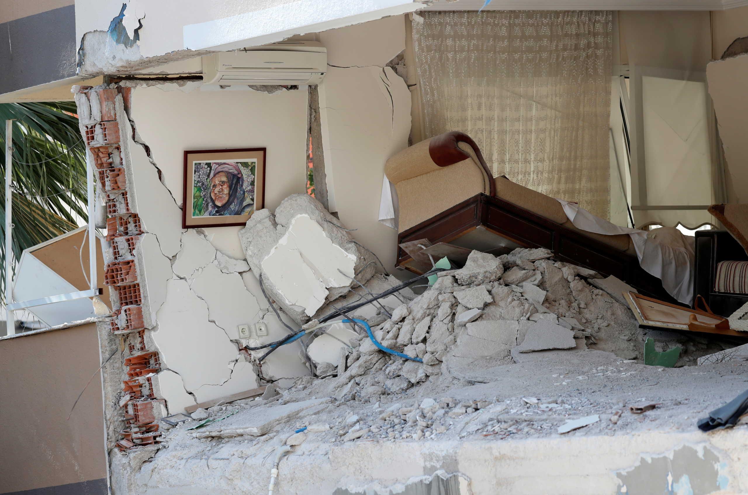Τουρκία: Εξανεμίζονται οι ελπίδες για ζωή στα χαλάσματα – 62 οι νεκροί του φονικού σεισμού