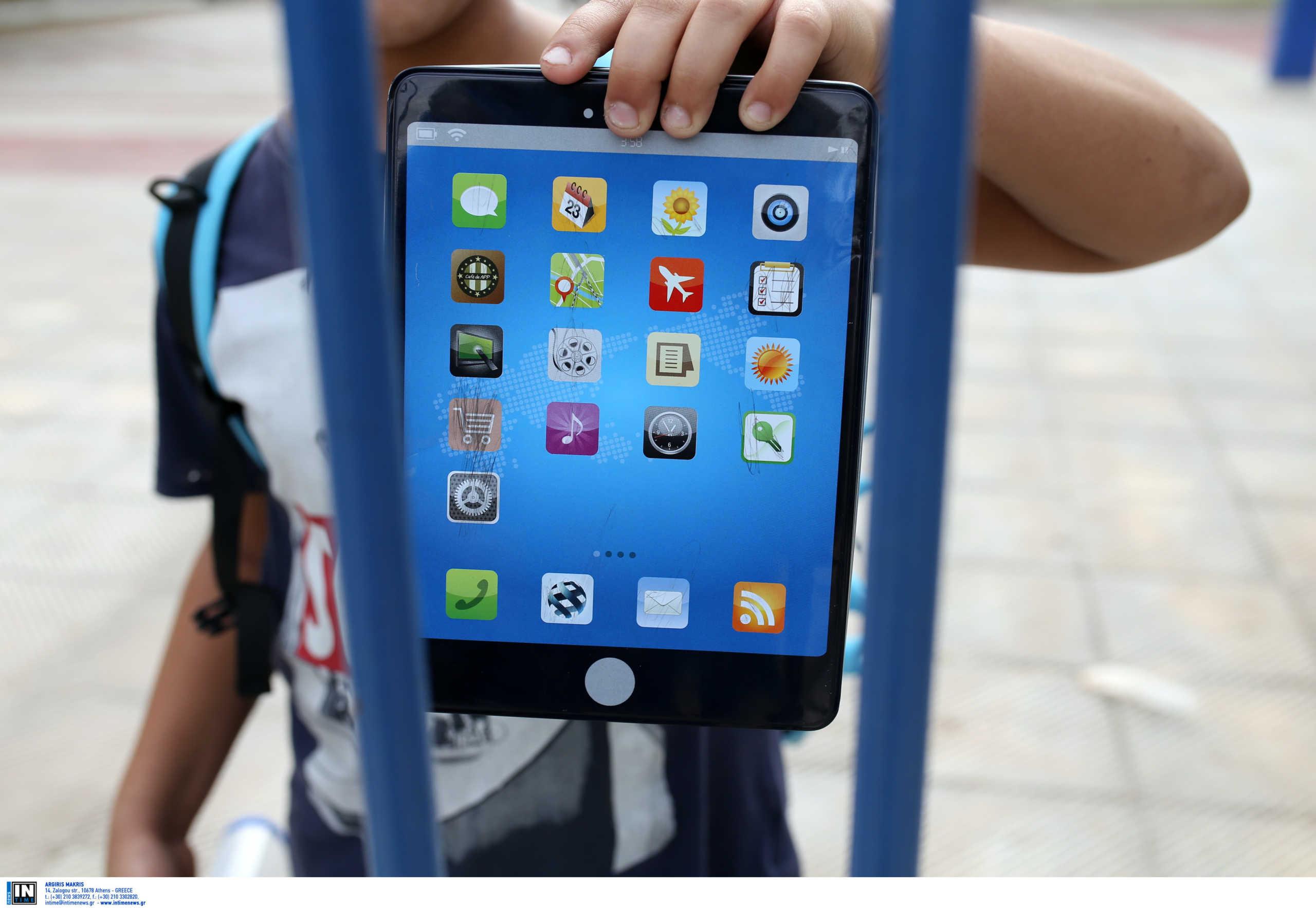 200 tablets στους μαθητές της Σάμου